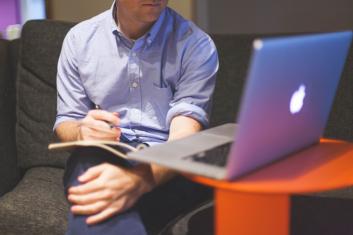 Jornalista de empresa: editor de conteúdo e organizador de demandas